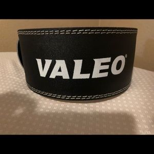 Valeo leather weightlifting belt, size small